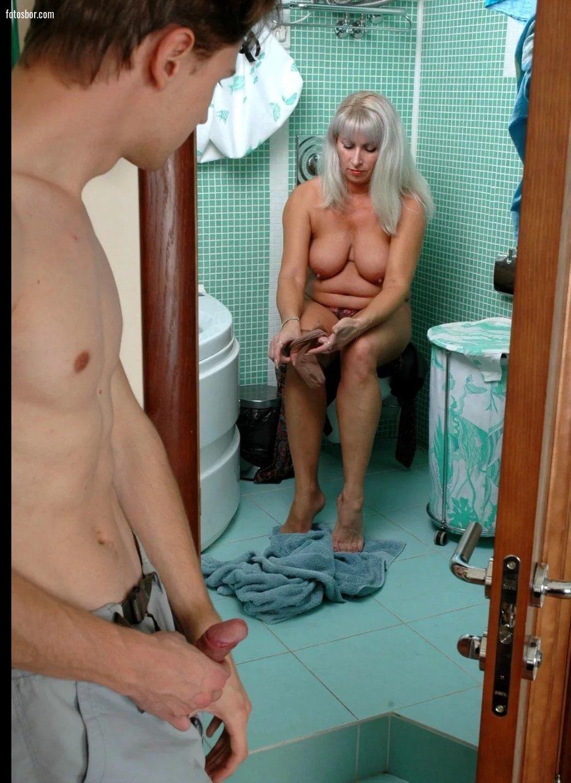 секс подглядывал в ванной