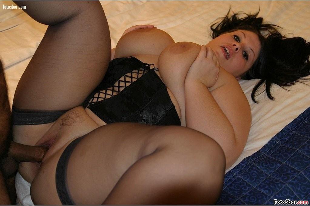 порно фото с толстушками в черном лифчике зрелая