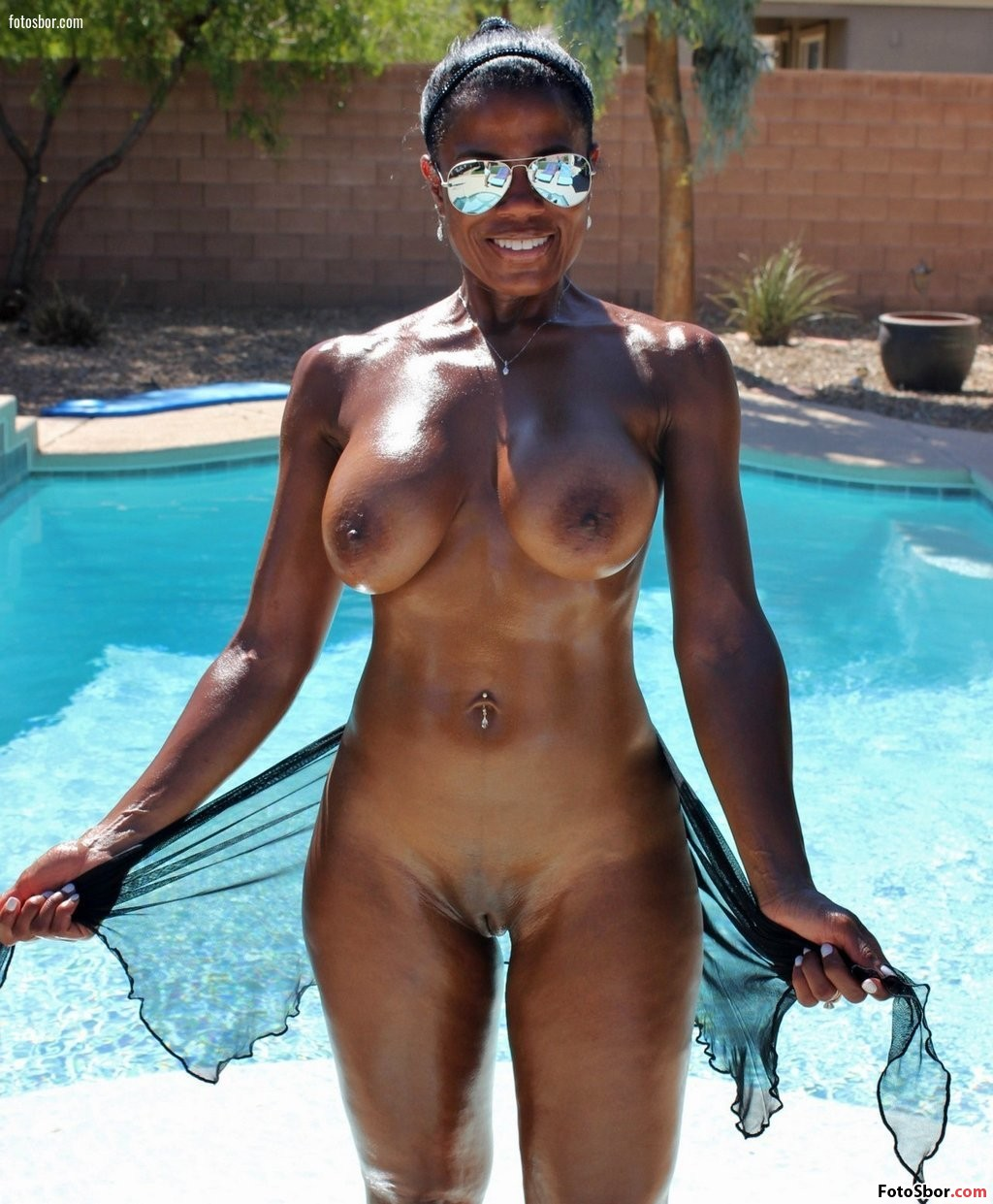 Nude Ebony With Glasses